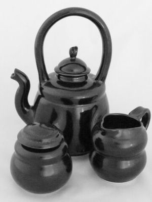 karen-hembree-tenmoku-teapot-with-creamer-and-sugar-oxidation.jpg