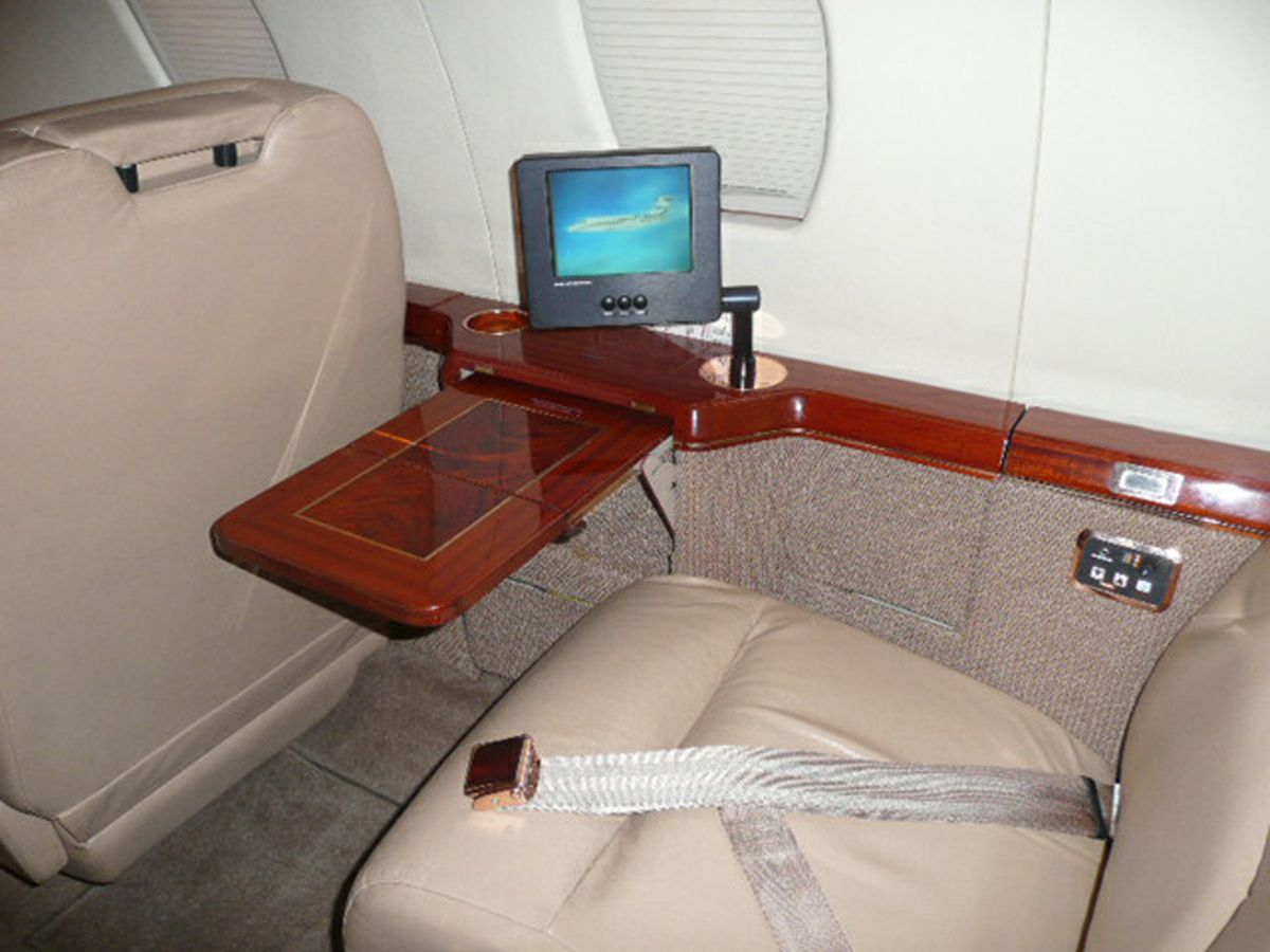 1994 Cessna Citation 650 - 650-7044 - N650CJ - Int - Cabin Seat - tbl ext CU - RGB.jpg