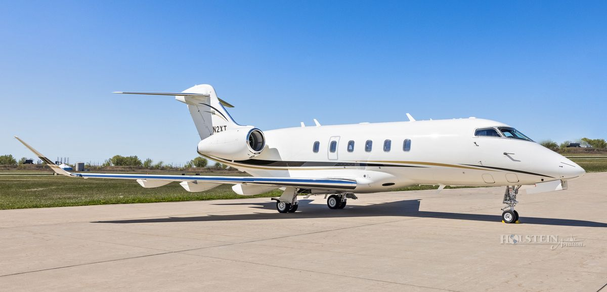 2015 Challenger 350 - 20589 - N2XT - Ext - RS Front View RGB.jpg