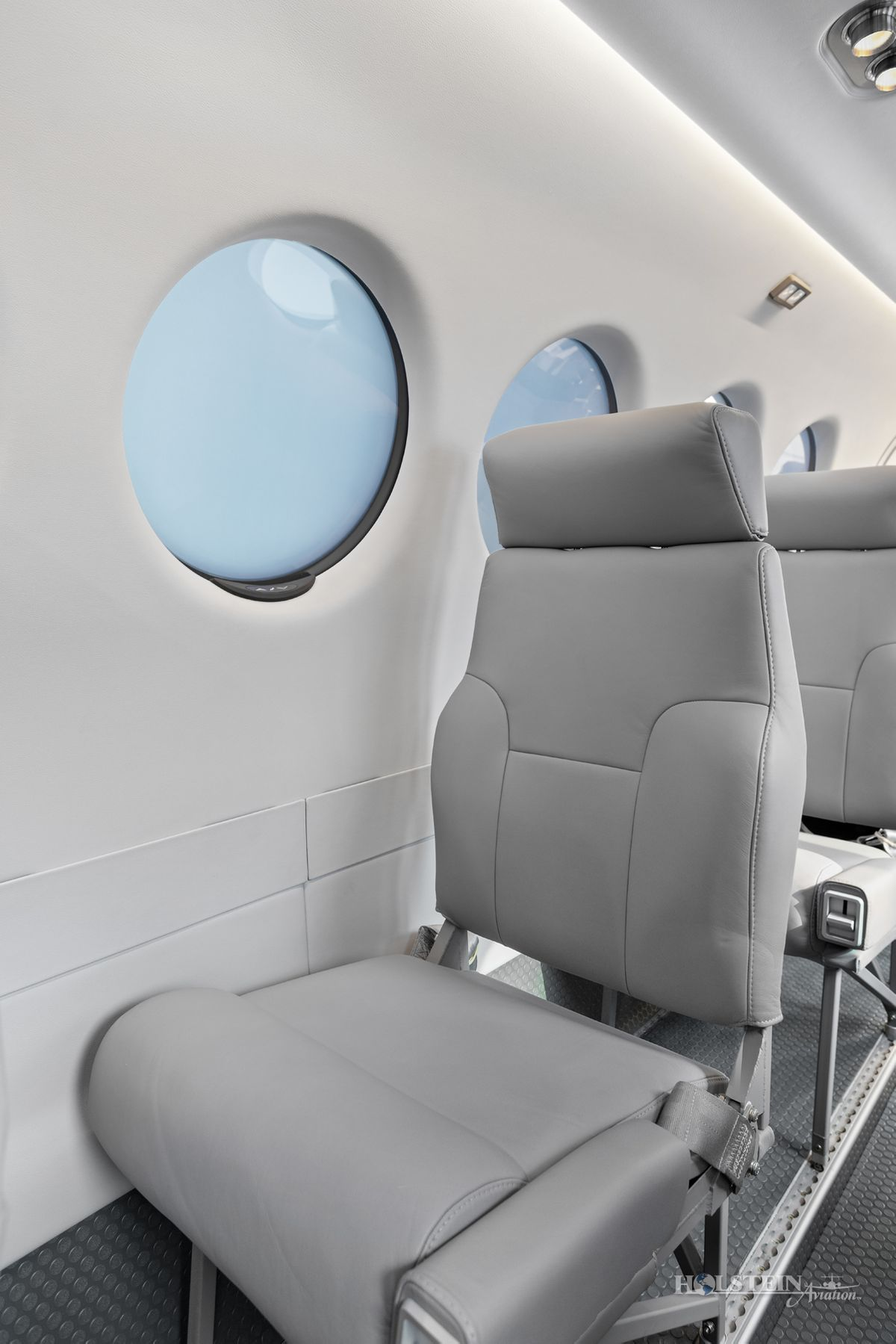 2018 King Air 350iER - FL-1157 - N1157F - Int - Seat CU 3 RGB.jpg