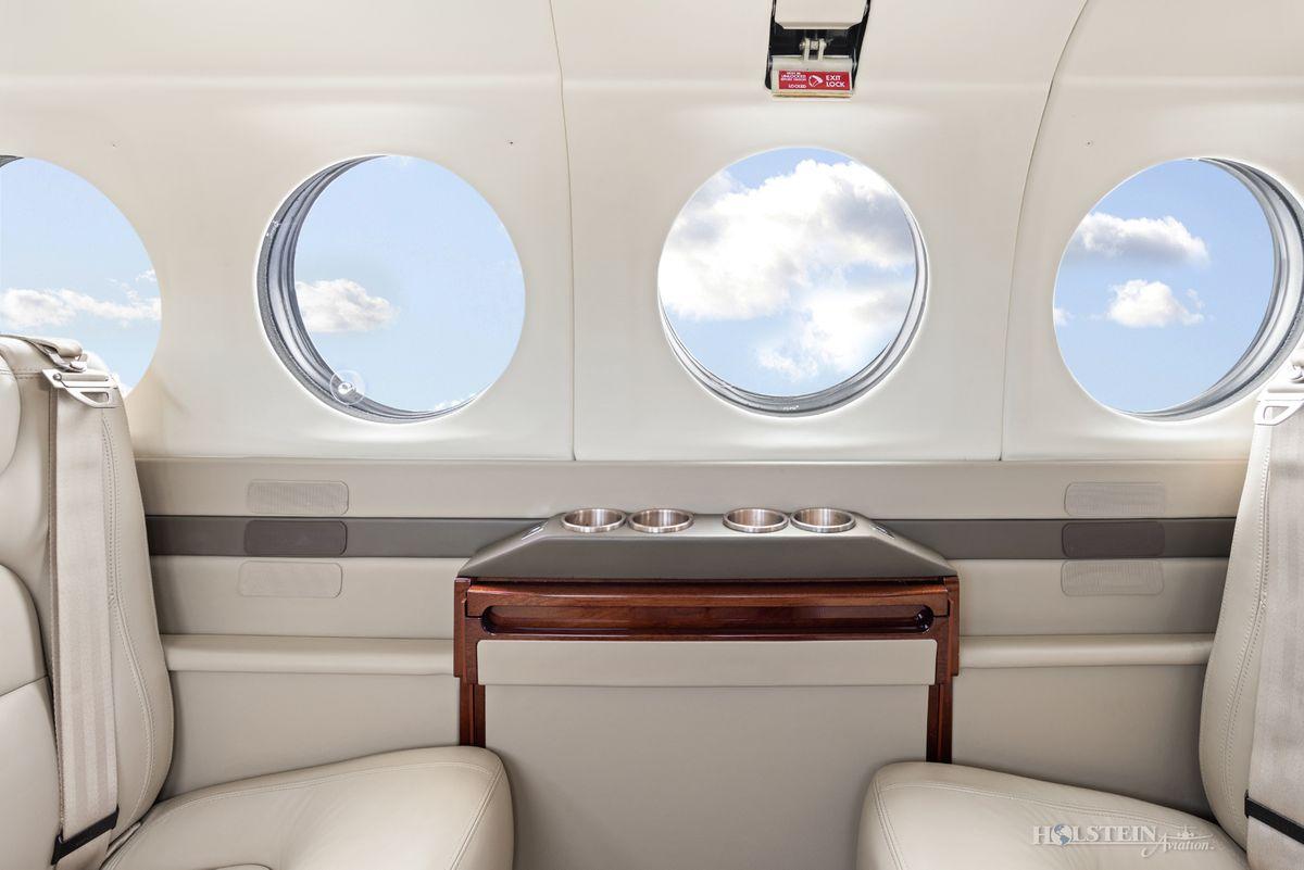 2002 King Air 350 - FL-355 - N685BC - Int - Sidewall CU RGB.jpg