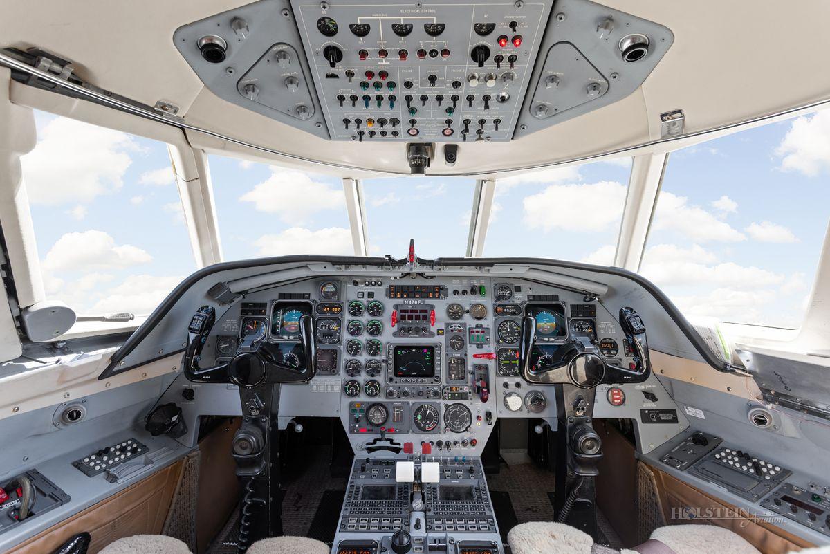 1986 Falcon 20F-5 - 470 - N470FJ - Cockpit RGB.jpg