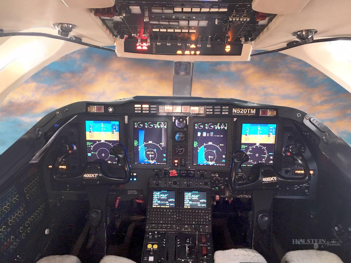 2012 Nextant 400XT, RK-284, N520TM  - Cockpit RGB.jpg