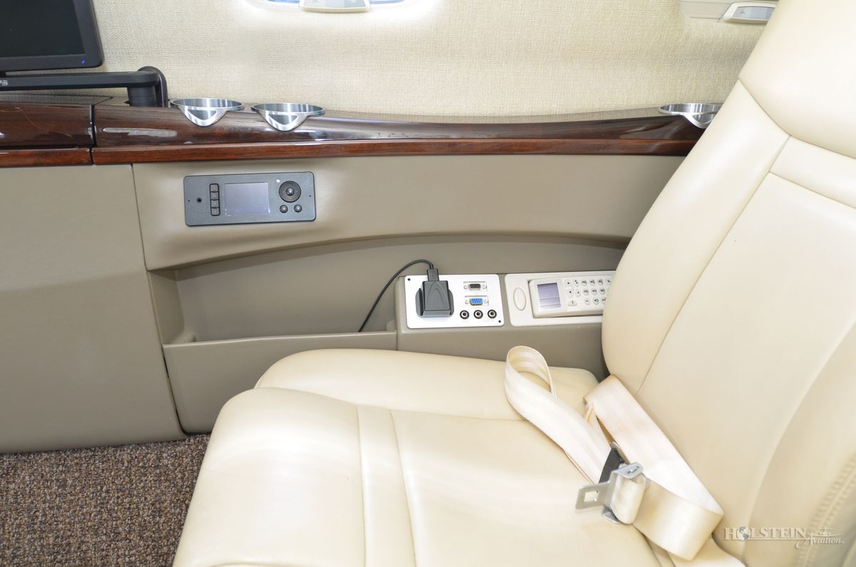 2014 Cessna Citation CJ4 - 525C-0152 - N111LP - Int - Cabin Seat CU RGB.jpg
