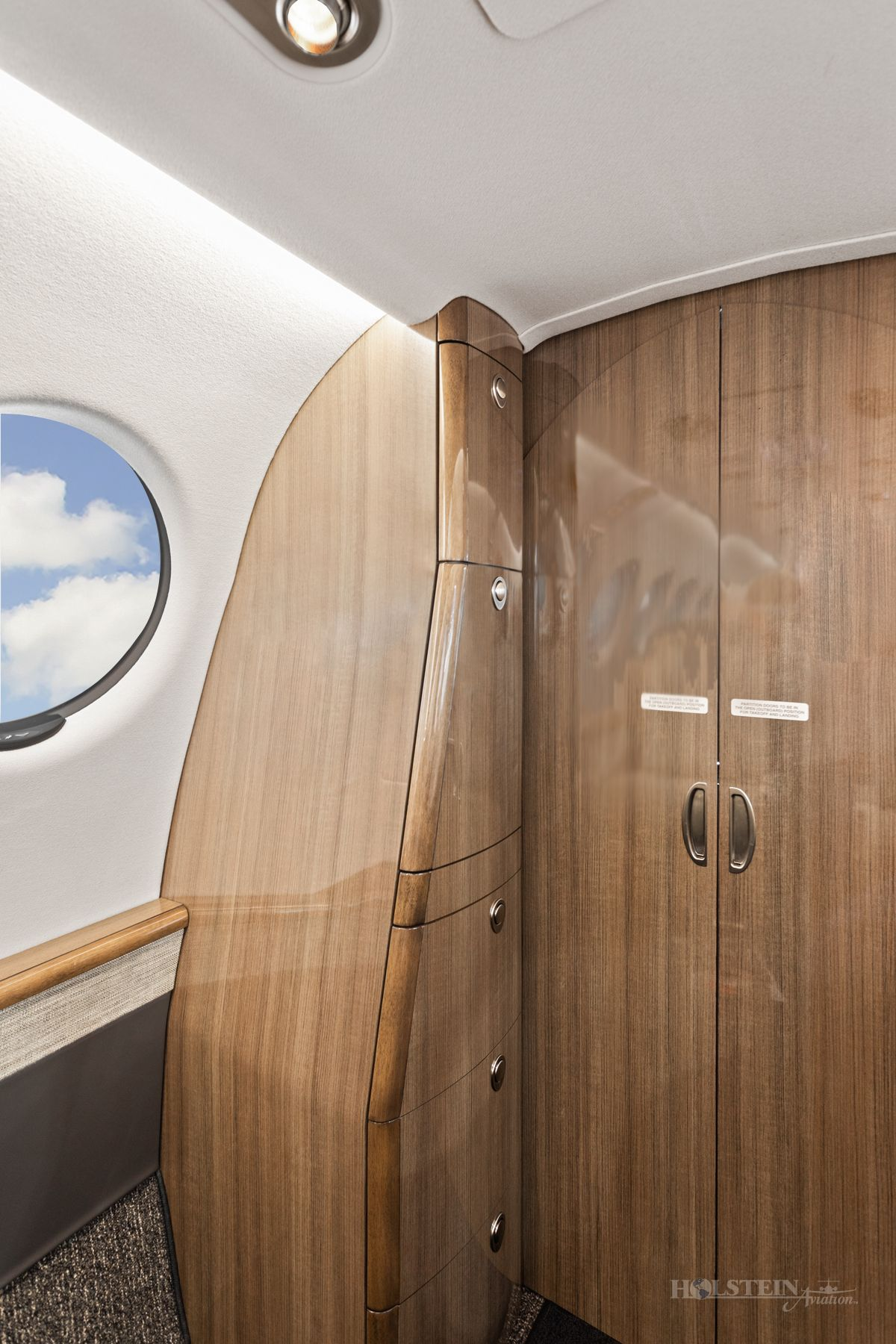 2019 King Air 350i - FL-1206 - N1994G - Int - Cabinet 2 RGB.jpg