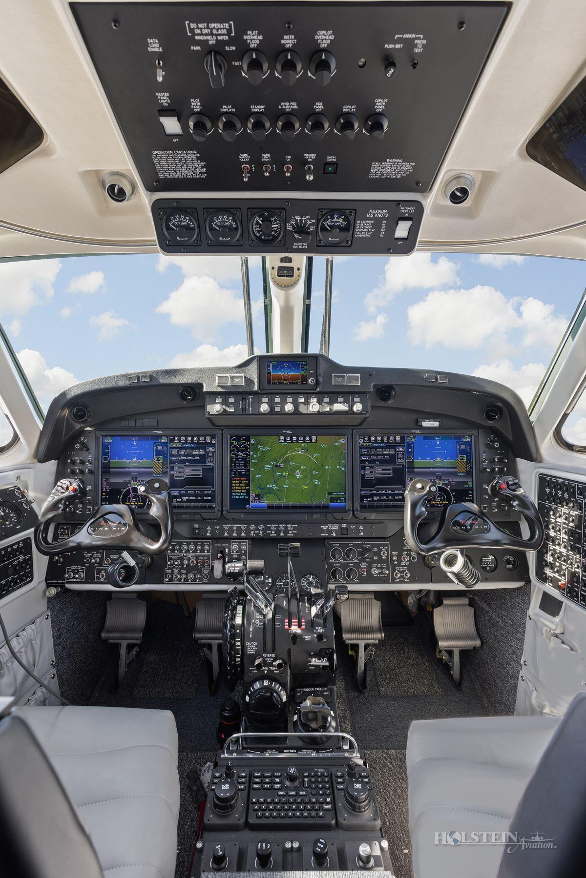 2018 King Air 350iER - FL-1157 - N1157F - Cockpit Pedestal 3 RGB.jpg