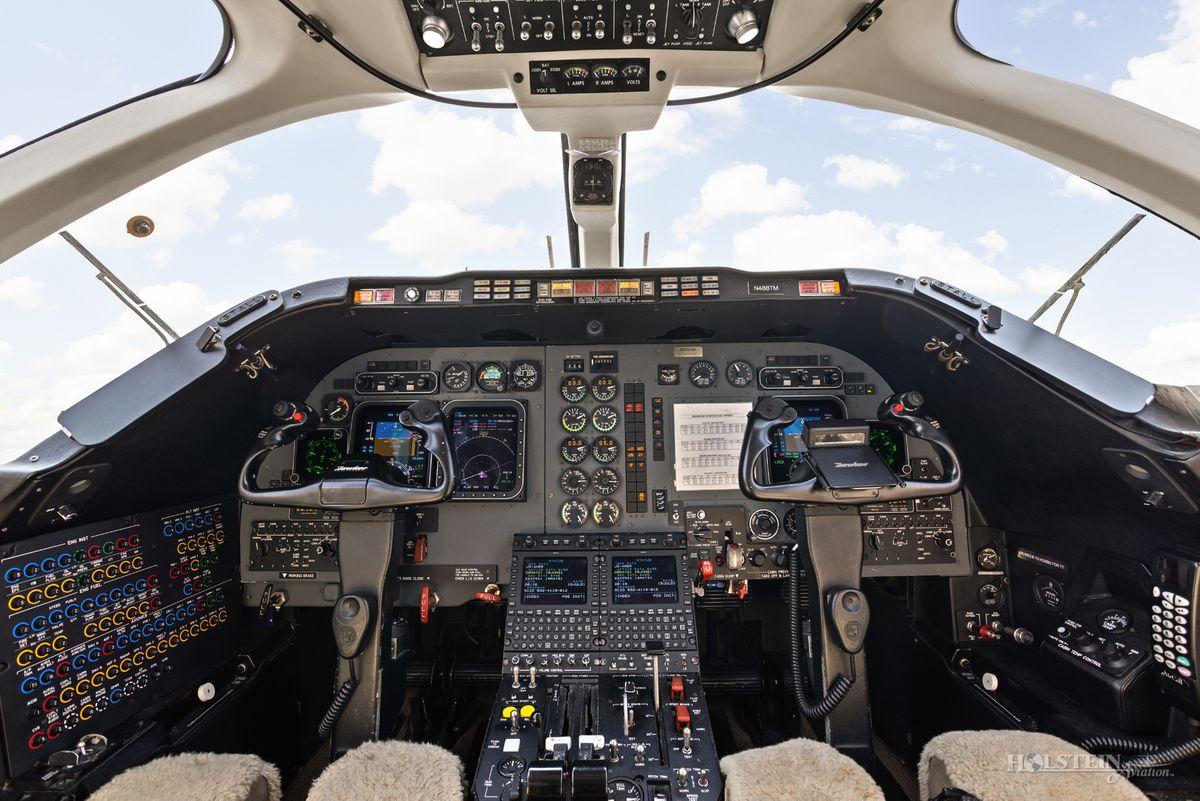 2008 Hawker 400XP - RK-556 - N488TM - Cockpit RGB.jpg