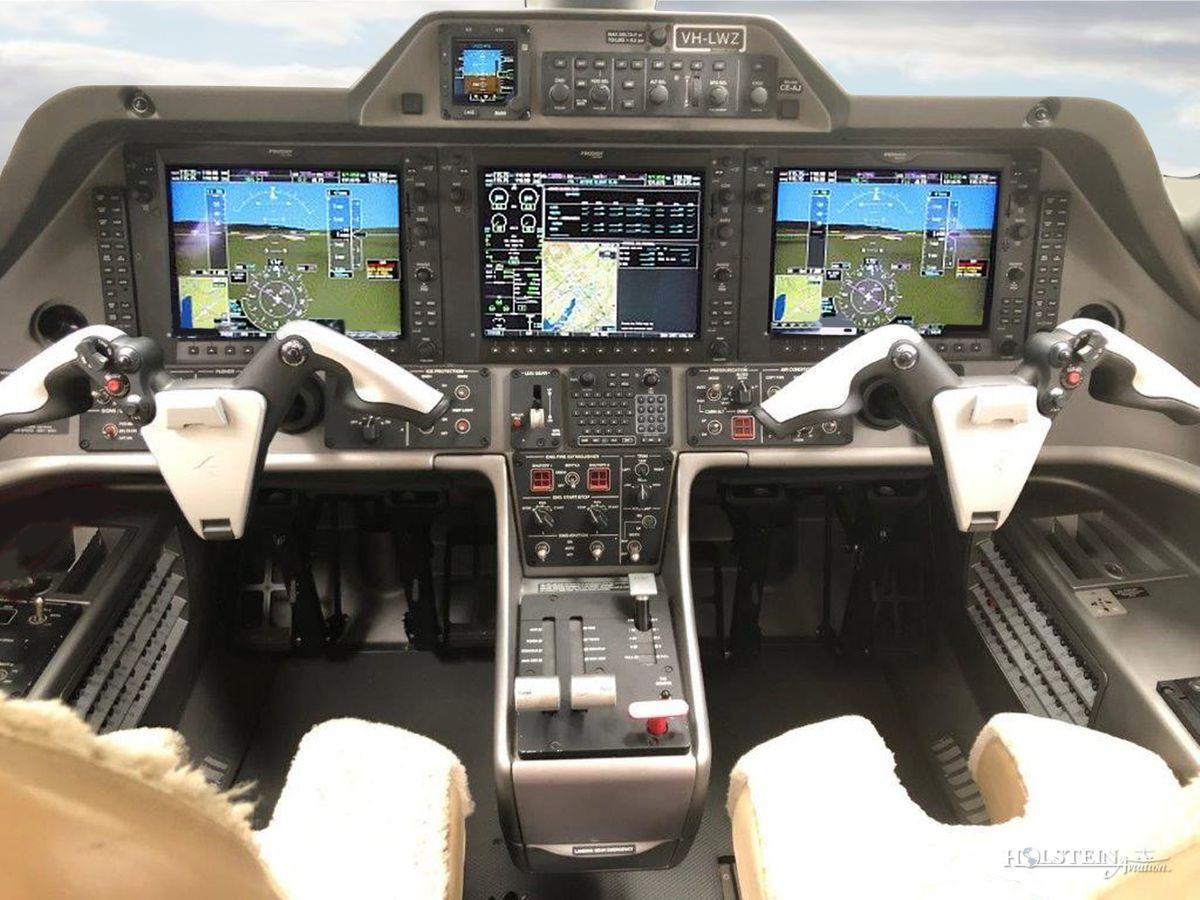 2013 Embraer Phenom 100 - SN 50000306 - VH-LWZ - Cockpit RGB.jpg