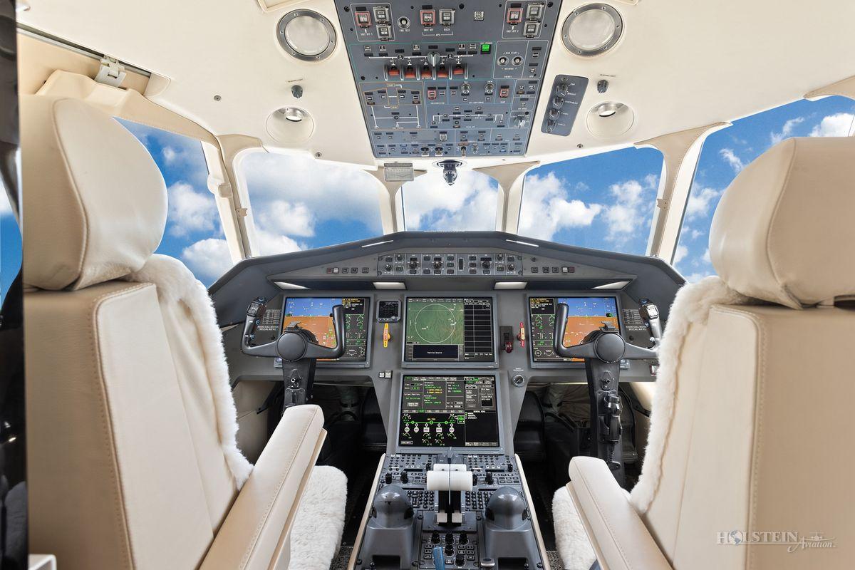 2007 Falcon 2000EX EASy II - SN 117 - N331HA - Cockpit RGB.jpg
