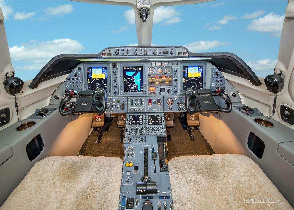 2006 Premier lA - RB-141 - N784MA - Cockpit RGB.jpg