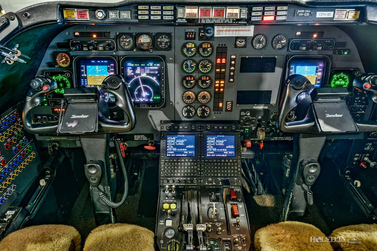 2005 Hawker 400XP - RK-406 - VH-EIG - Cockpit RGB.jpg