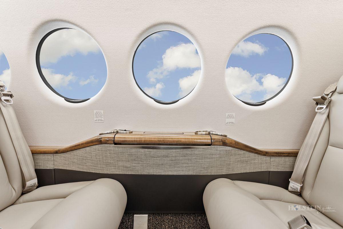 2019 King Air 350i - FL-1206 - N1994G - Int - Sidewall CU 2 RGB.jpg