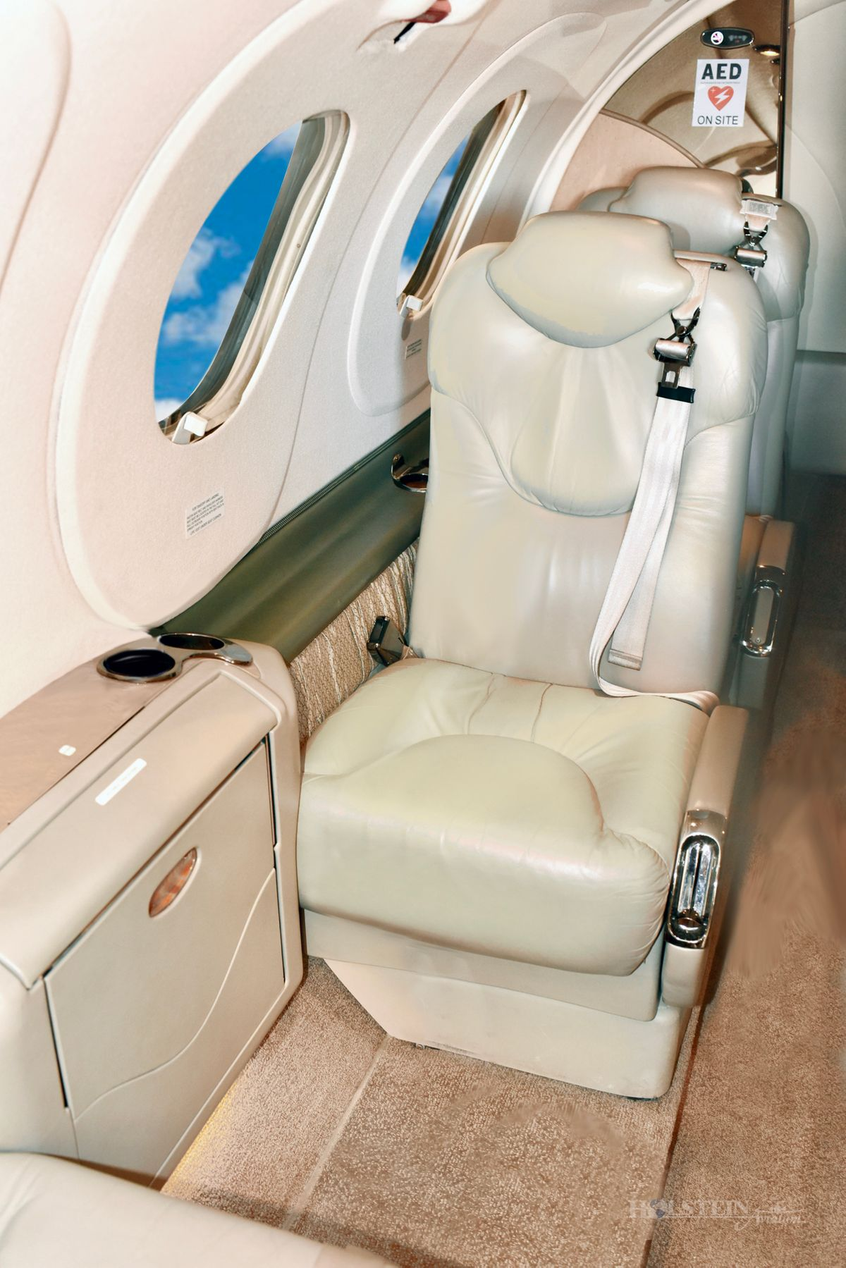 2004 Premier l - RB-92 - N592HC - Int - Main Cabin RGB.jpg