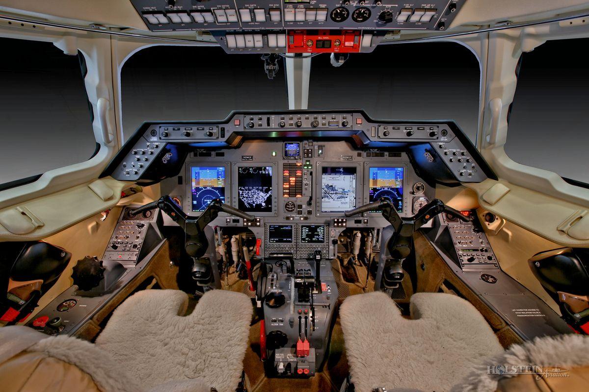 2011 Hawker 900XP - SN HA-175 - N234GF - Cockpit RGB.jpg