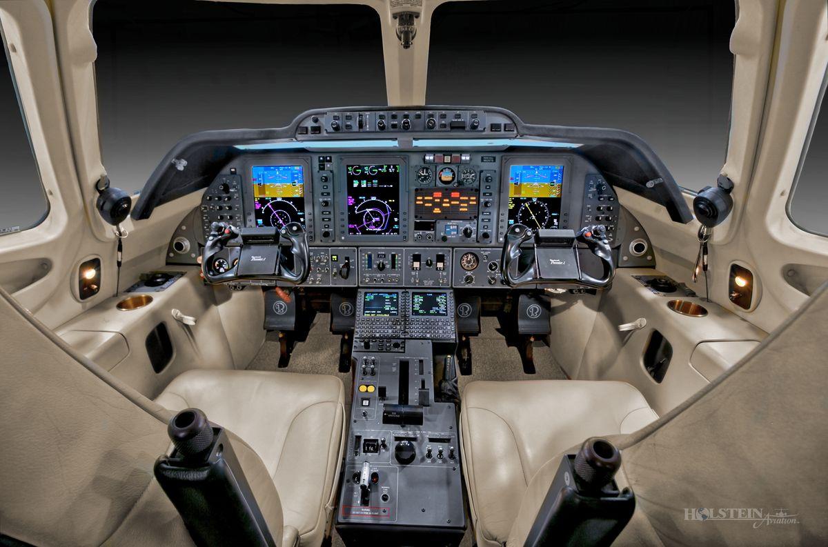 2009 Premier lA - RB-258 - N826TG - Cockpit 2 RGB.jpg