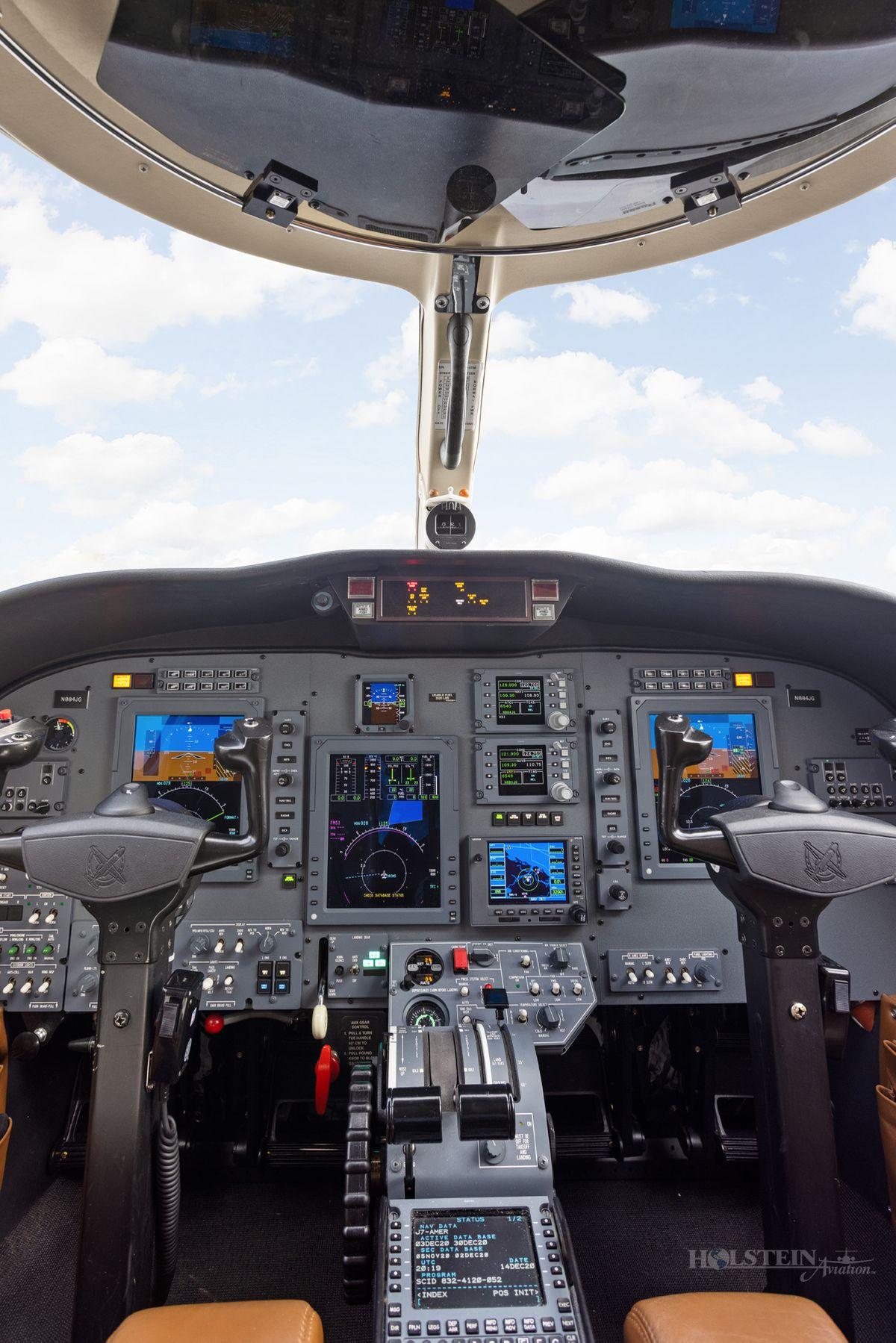 2011 Citation CJ1+ - 525-0700 - N884JG - Cockpit2 RGB.jpg