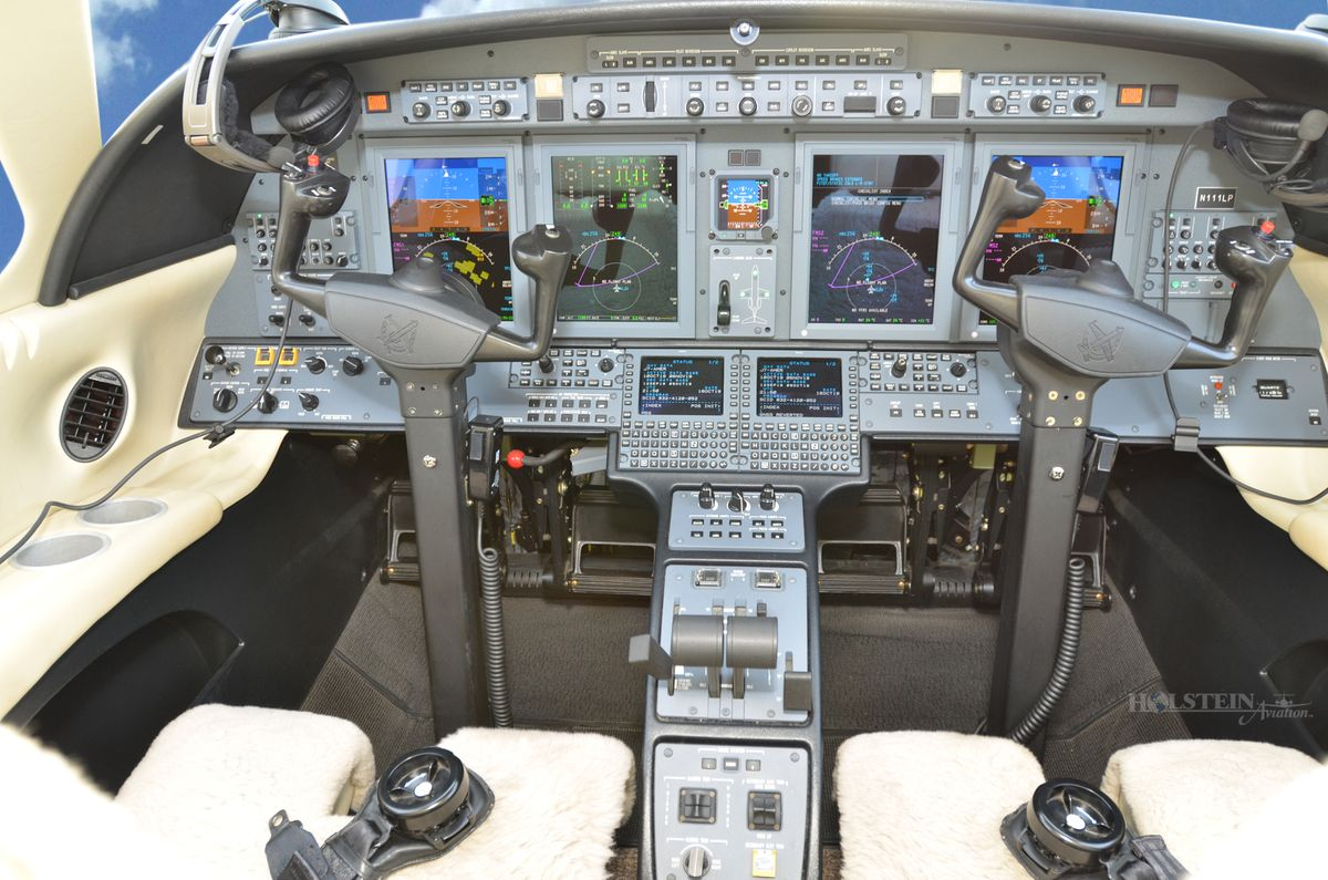 2014 Cessna Citation CJ4 - 525C-0152 - N111LP - Cockpit RGB.jpg