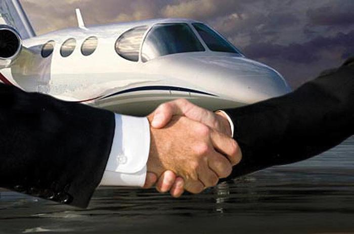 Sized-handshake,-plane.png