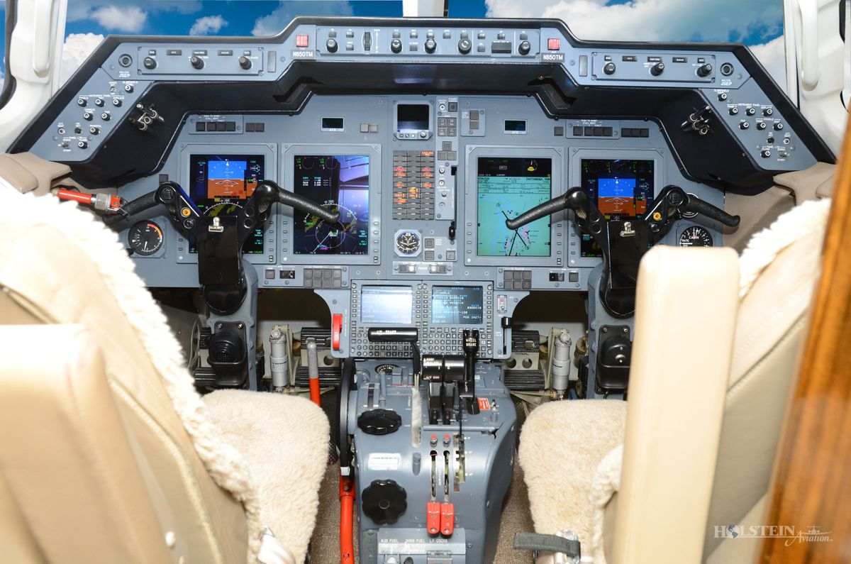 2006 Hawker 850XP - 258798 - N850TM - Cockpit RGB.jpg