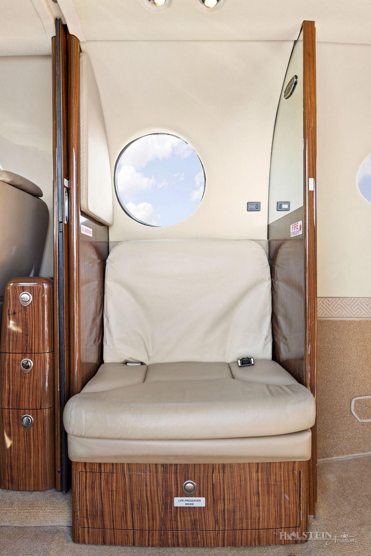 2012 King Air 350i - FL-822 -  N935JC - Int - Side Fac Lav Seat RGB.jpg