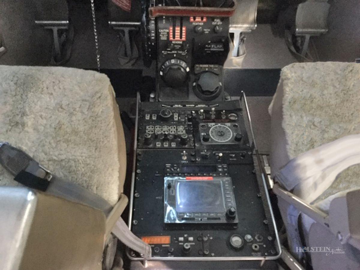 1999 Beech King Air B200 - BB-1643 - VH-LWO - Cockpit Pedesal RGB.jpg