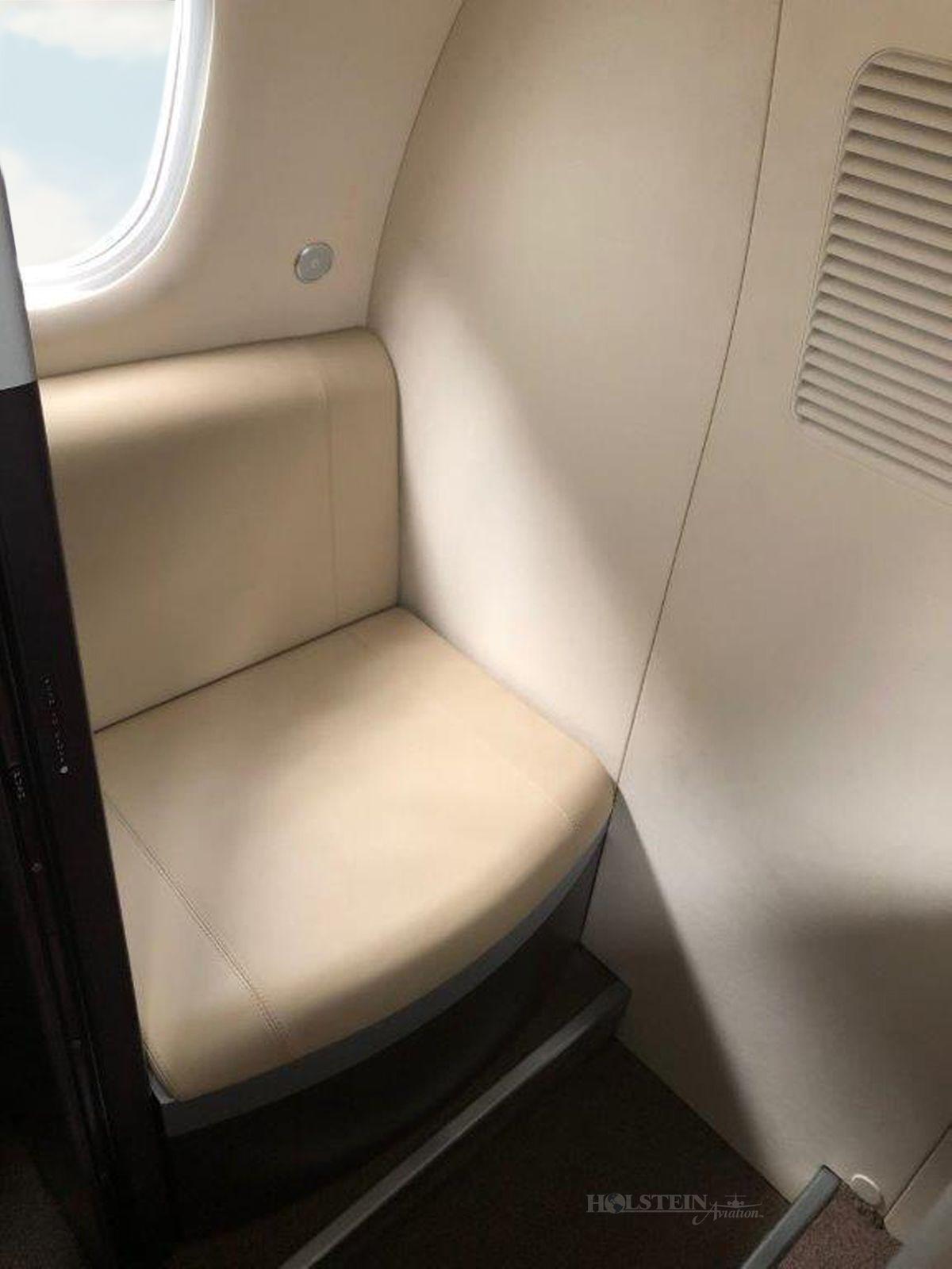 2013 Embraer Phenom 100 - SN 50000306 - VH-LWZ - Int - Lav RGB.jpg