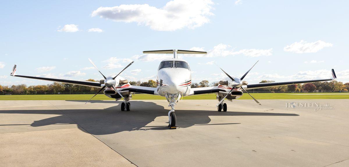 2002 King Air 350 - FL-355 - N685BC - Ext - Head-on RGB.jpg