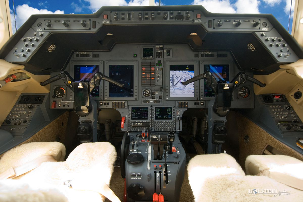 2008 Hawker 750XP - HB-3 - N770GS - Int -  Cockpit RGB.jpg