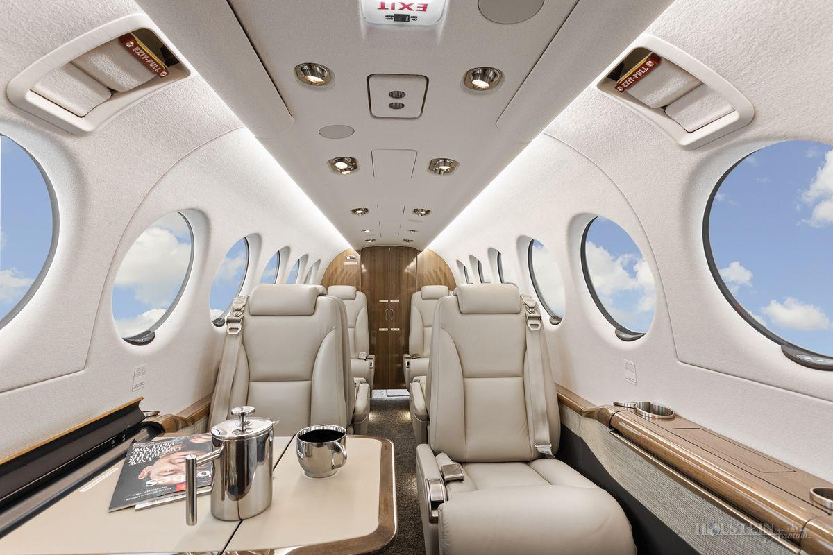 2019 King Air 350i - FL-1206 - N1994G - Int - Fwd Fac Aft - Tbl Ext 2 RGB.jpg