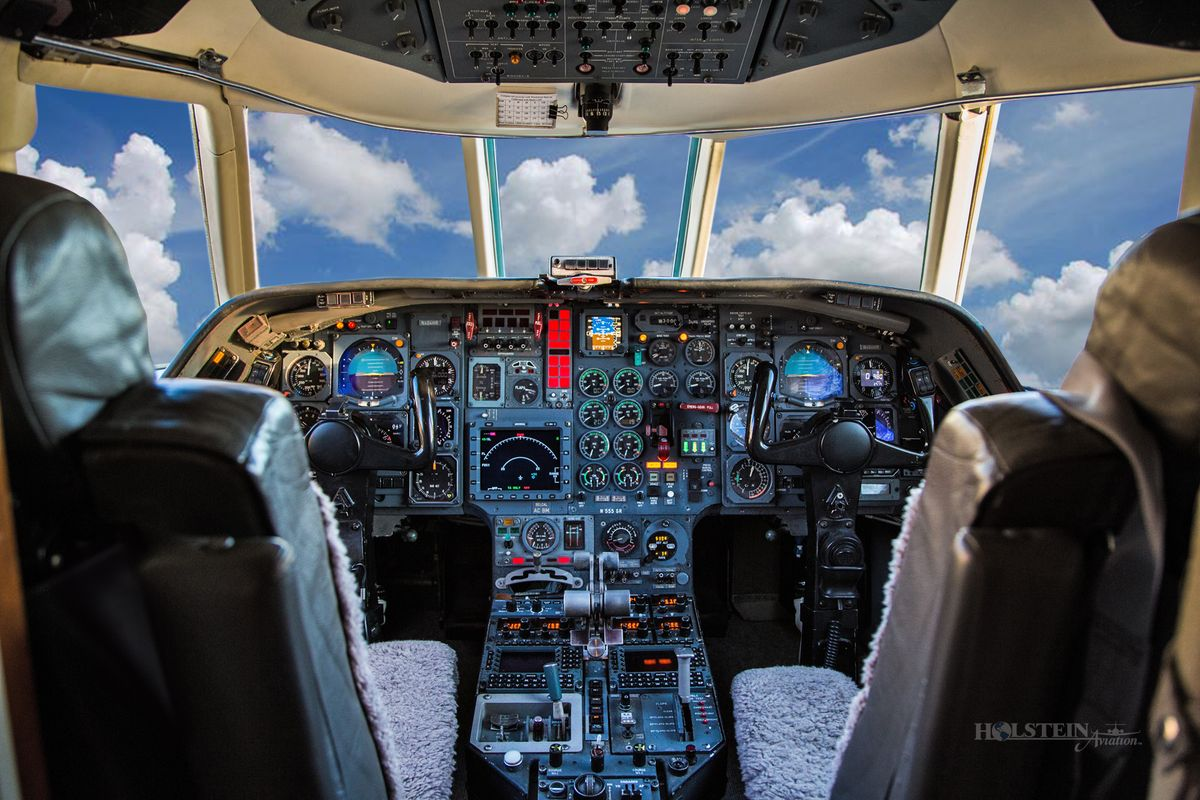 1985 Falcon 20 F5, SN 455, N404HR - Cockpit RGB.jpg