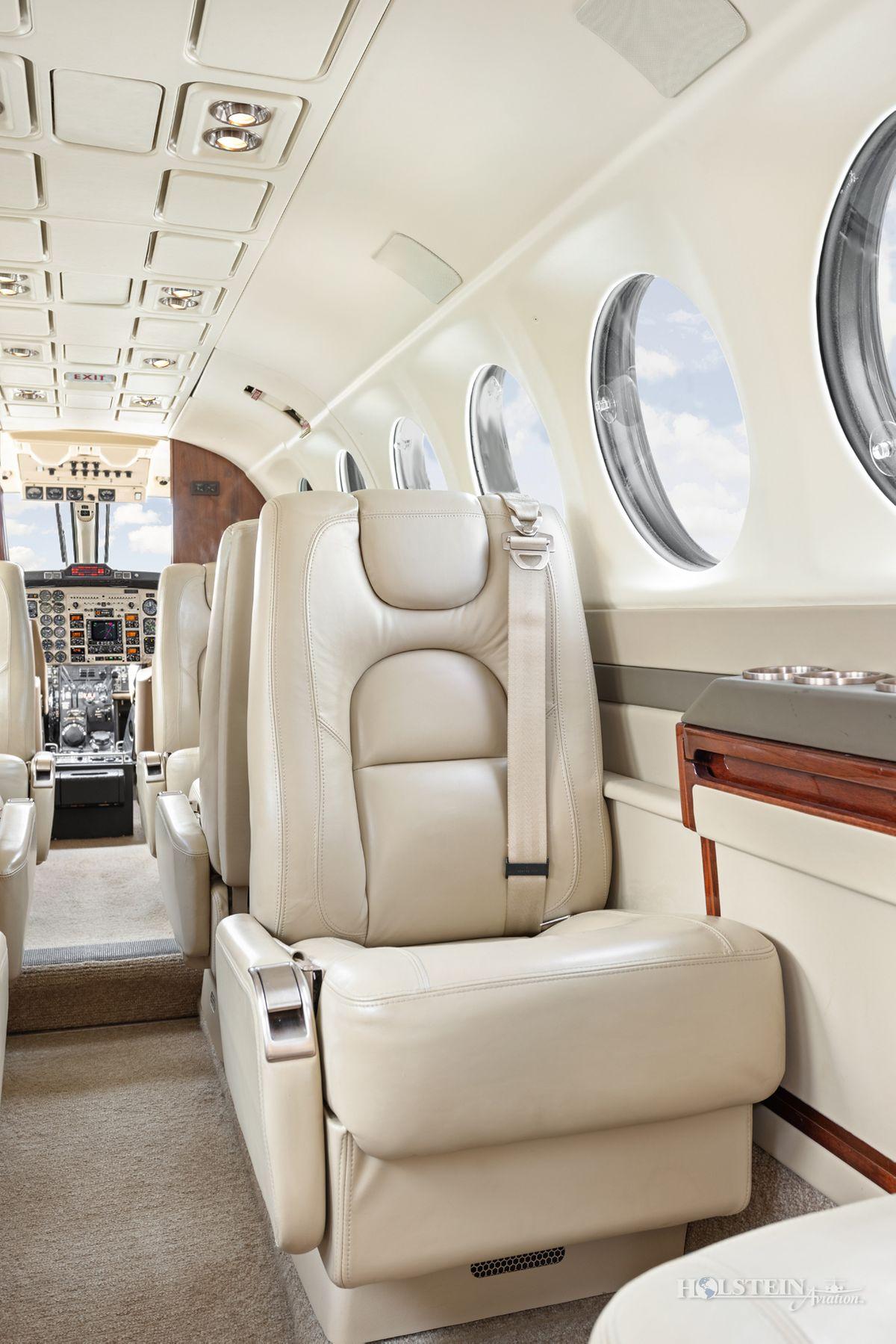 2002 King Air 350 - FL-355 - N685BC - Int - Cabin Seat CU RGB.jpg