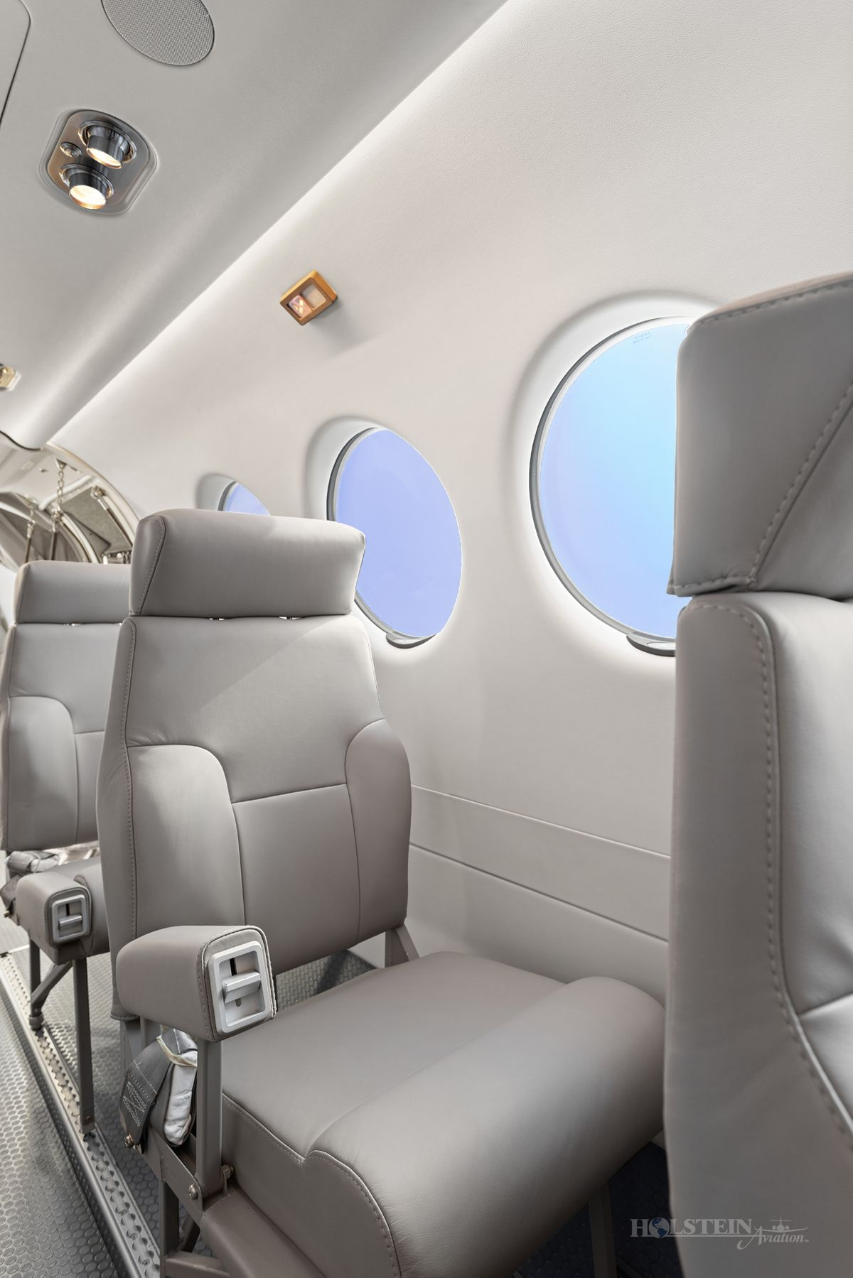 2018 King Air 350iER - FL-1157 - N1157F - Int - Seat w-Armrest Up 3 RGB.jpg