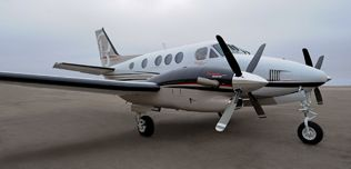LJ-1977-2010-Beech-King-Air-C90GTx-N967BE-Exterior-Right-Quarter-Front-View-RGB-web.jpg