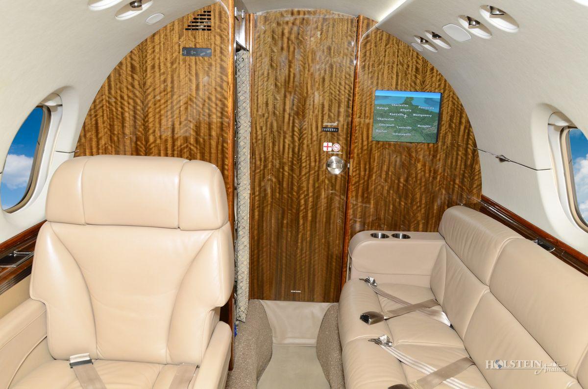2006 Hawker 850XP - 258798 - N850TM - Int - Lav Door Closed RGB.jpg