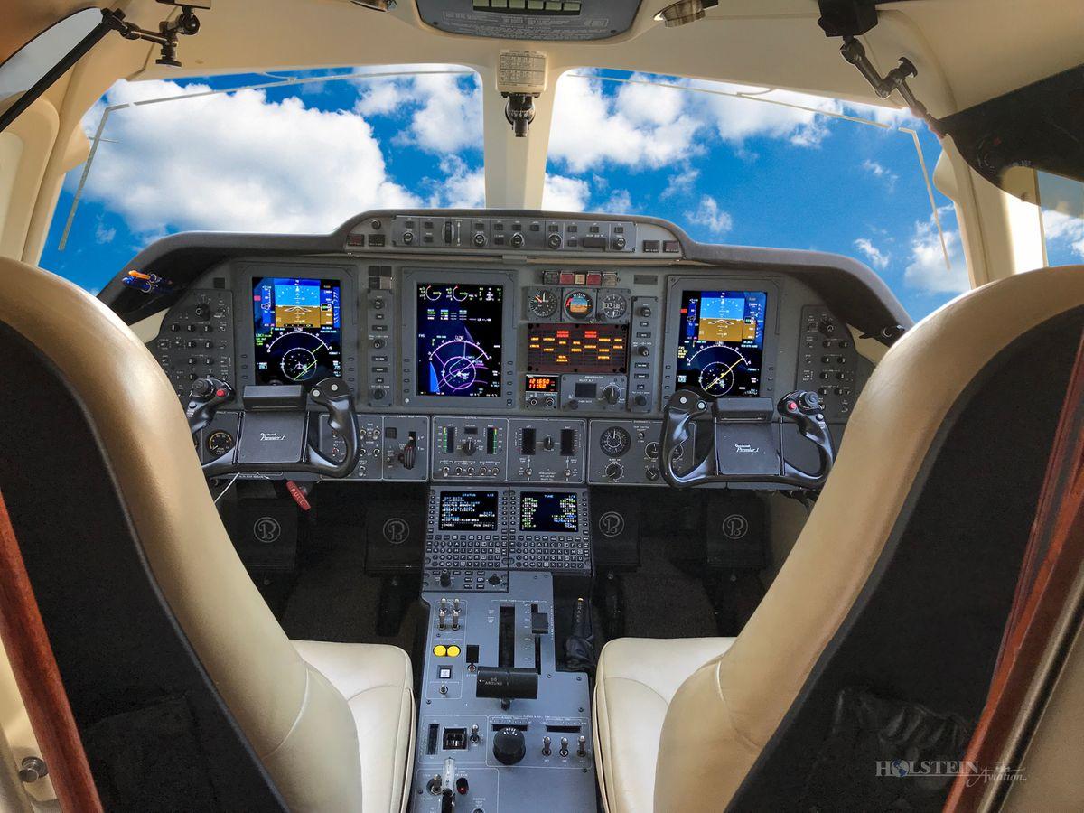2009 Premier lA, Off Market - Cockpit RGB.jpg