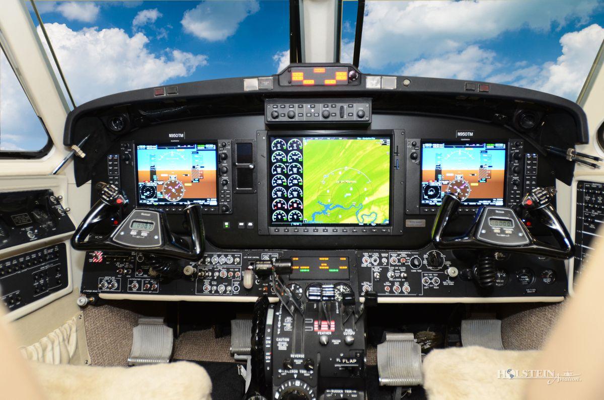 1999 King Air 350 - FL-233 - N950TM - Cockpit RGB.jpg