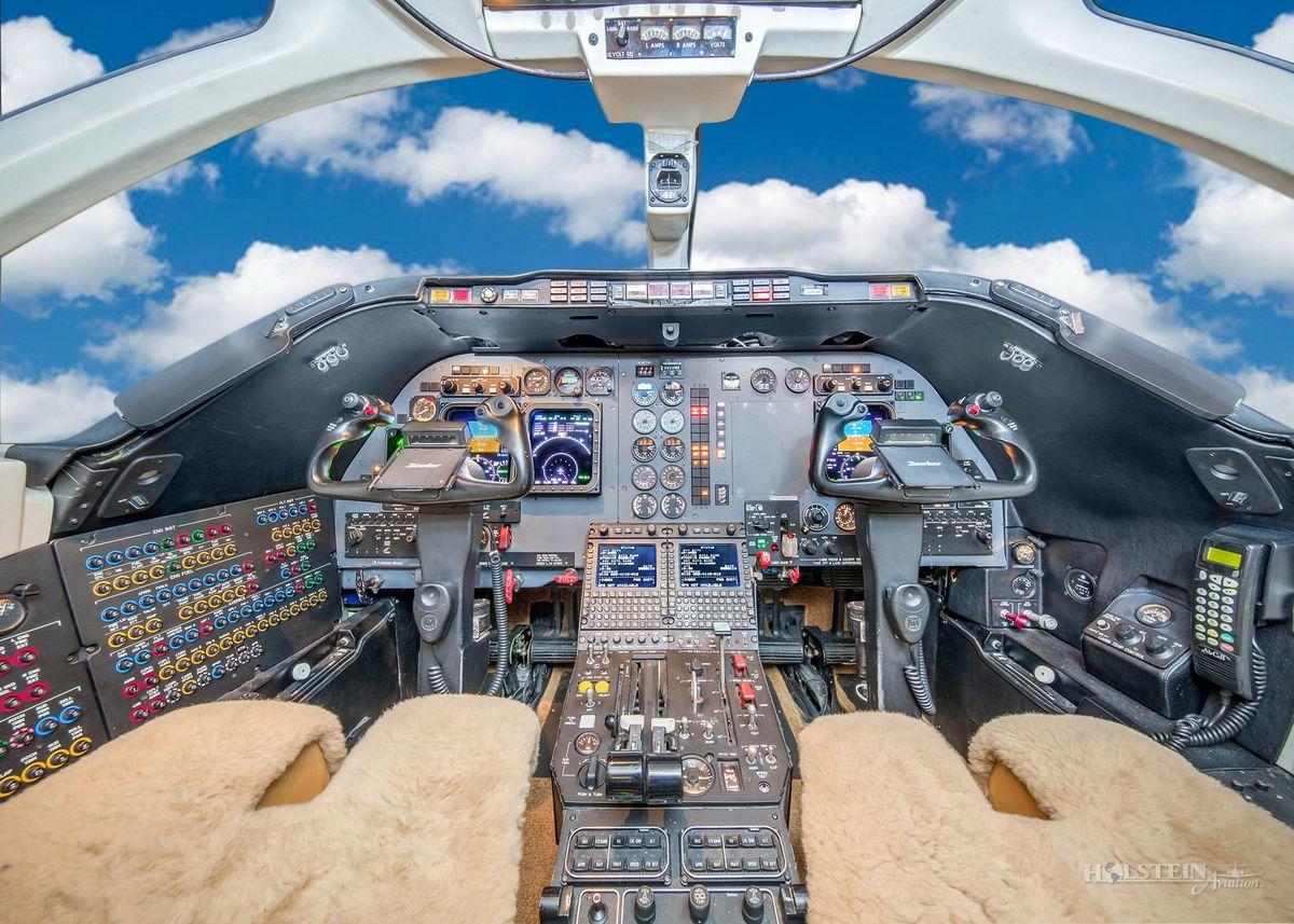2006 Hawker 400XP - RK-492 - N940JM - Cockpit RGB.jpg