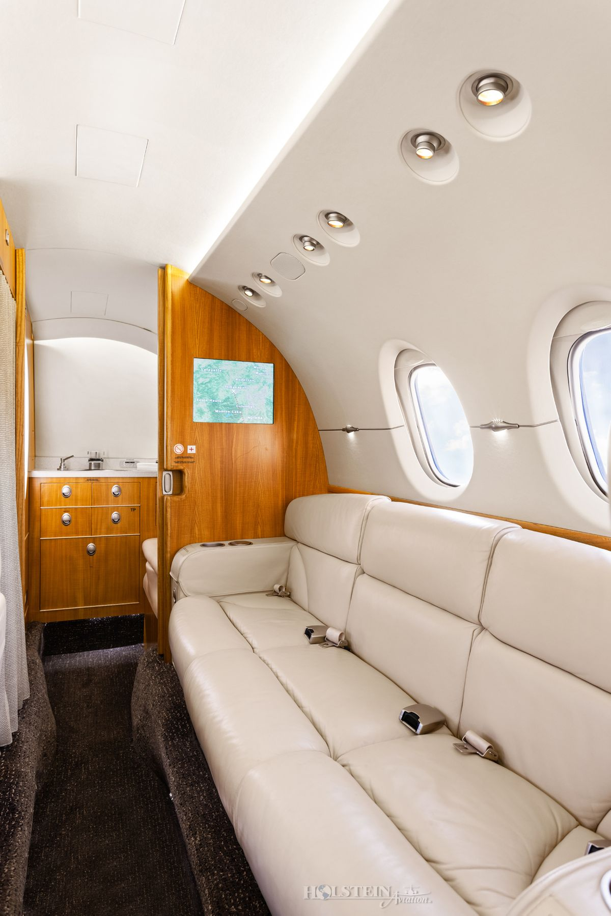 2009 Hawker 900XP - HA-0121 - N858MK - Int - Divan RGB.jpg
