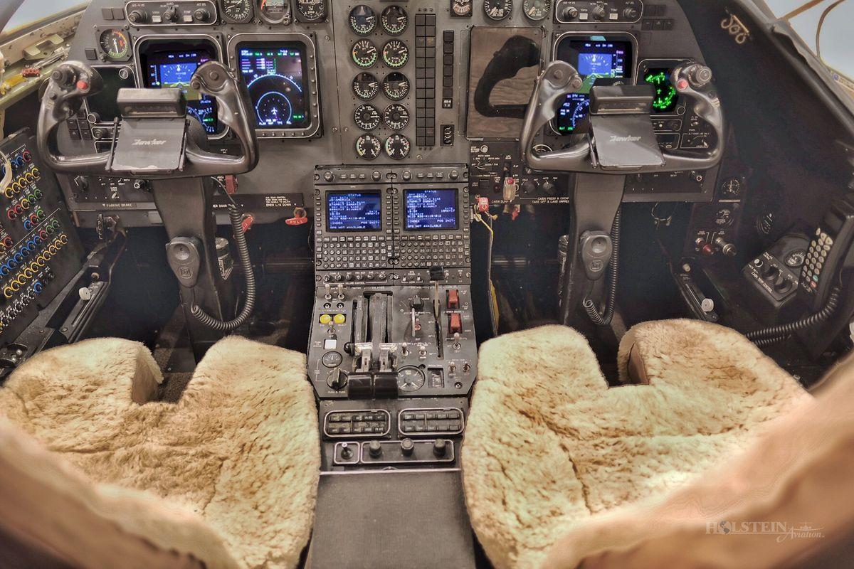 2004 Hawker 400XP - RK-383 - PK-YGK - Cockpit RGB.jpg