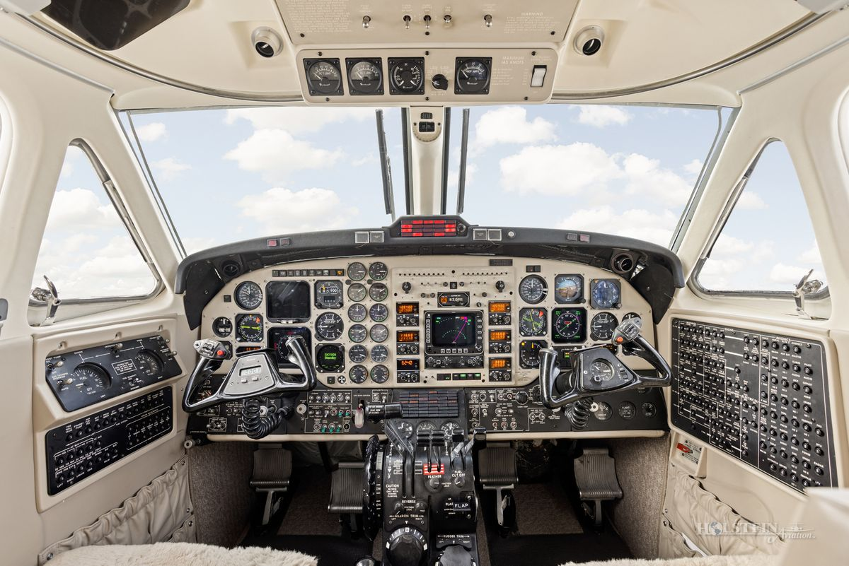 2002 King Air 350 - FL-355 - N685BC - Cockpit RGB.jpg