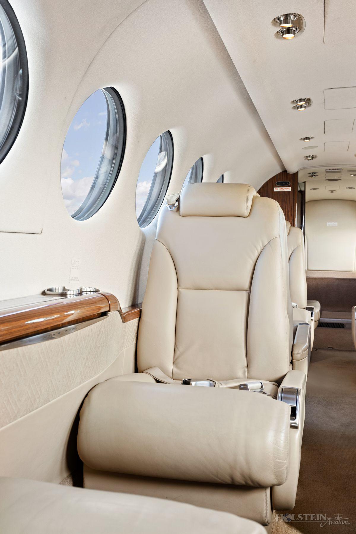 2012 King Air 350i - FL-822 -  N935JC - Int - Seat CU RGB.jpg