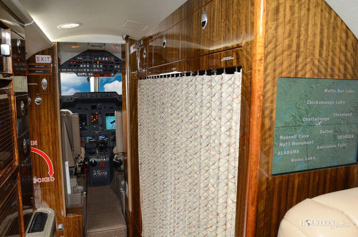 2006 Hawker 850XP - 258798 - N850TM - Int - Galley w-Fwd Curtain RGB.jpg