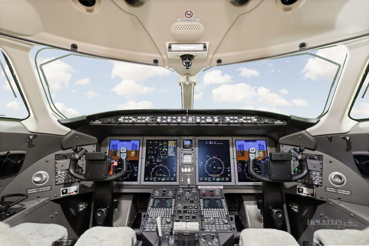 2015 Challenger 350 - 20589 - N2XT - Cockpit RGB.jpg