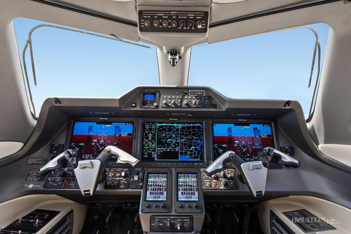 2015 Phenom 300 - 50500319 - N124EK - Cockpit RGB.jpg