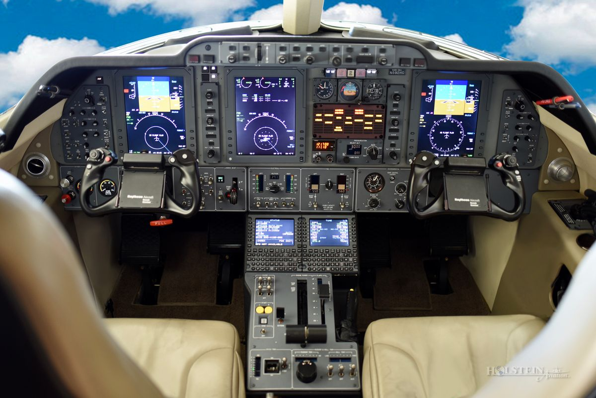 2004 Premier l - RB-92 - N592HC - Cockpit RGB.jpg