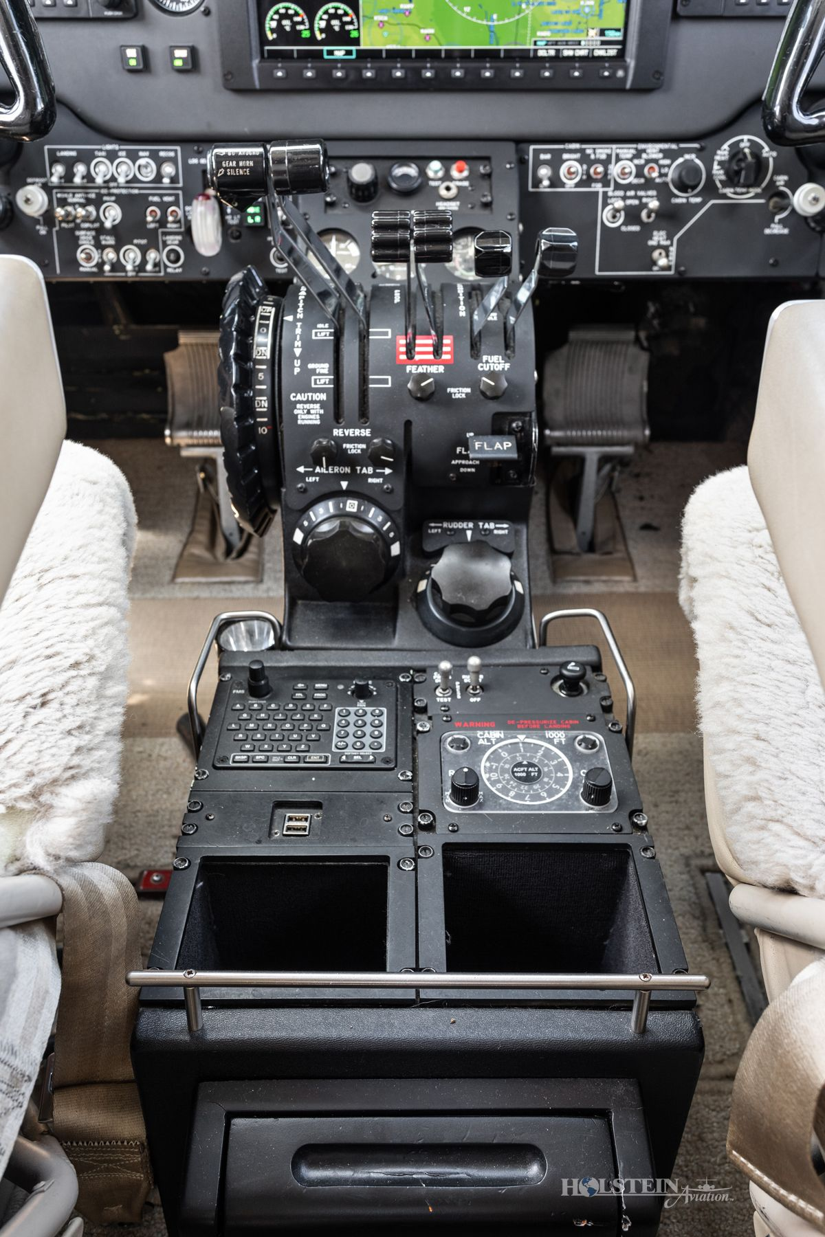 1998 King Air C90B - LJ-1504 - N632MT - Cockpit Pedestal RGB.jpg