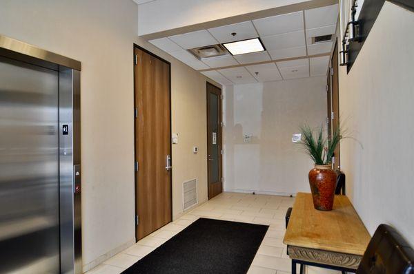 5000 Davis 106 Entrance DSC_0990.jpeg