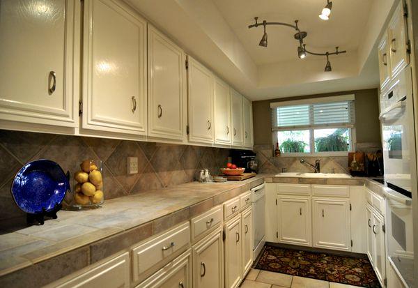 6103 Gardenridge Kitchen 1a (edit DSC_0994 - Version 2).jpg