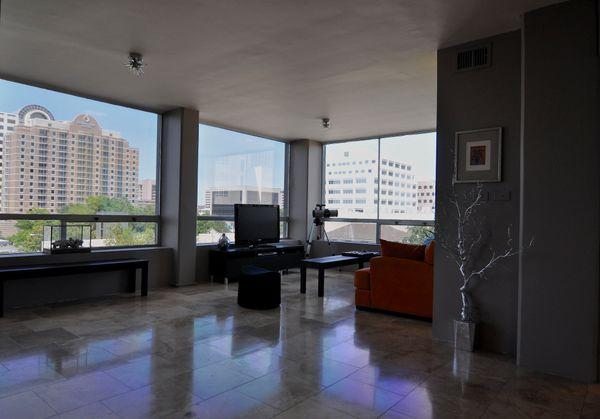 Penthouse 502 Living 3 (eidt med DSC_0635).jpg
