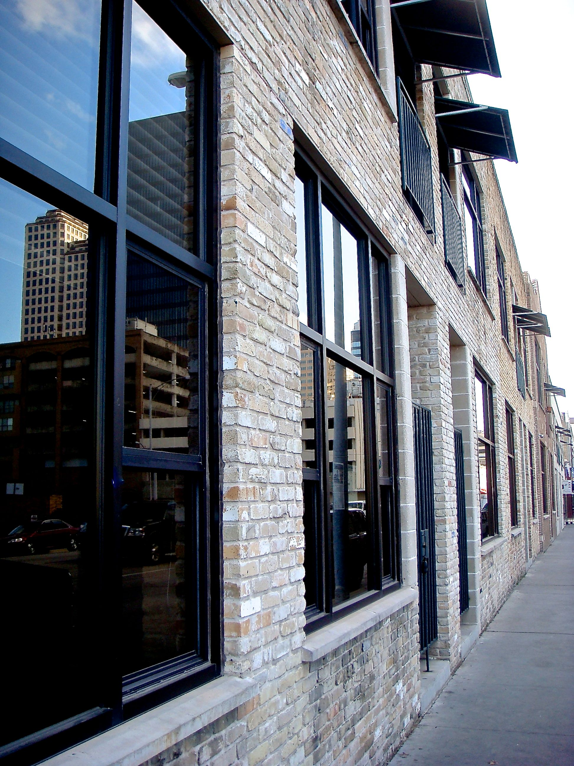 Brazos Lofts Ext Nov2009 (edit DSC03746).jpg